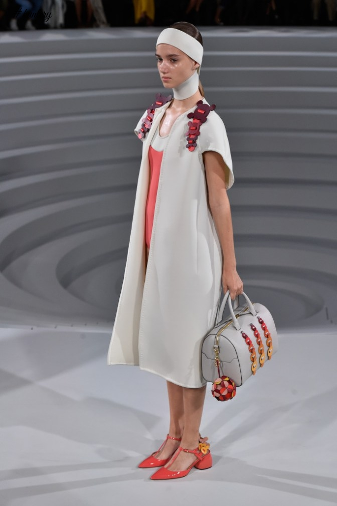 #LFW 2016 – ANYA HINDMARCH GIVES AN ARTISTIC SPIN TO COATS & DRESSES